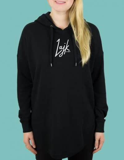 lajk_logo_schwarz_hoodie_schlitz_girl.jpg